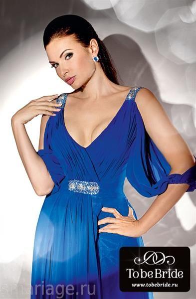 Эвелина бледенс в платье от