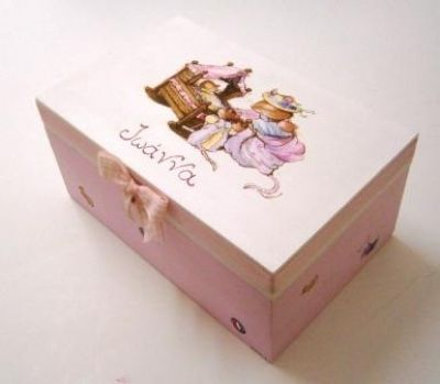 Hand painted wooden box at www.happyrooms.gr
