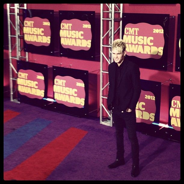 Colton Dixon is looking sleek in all black on the red carpet. #CMTawards #AmericanIdol #ColtonDixon: Angel, App, Americanidol Coltondixon, All Black, Lips Sticks, Colton Dixon, Red Carpets