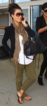 Foolproof Steps to Dressing for the Airport like Kim Kardashian kim kardashian outfit