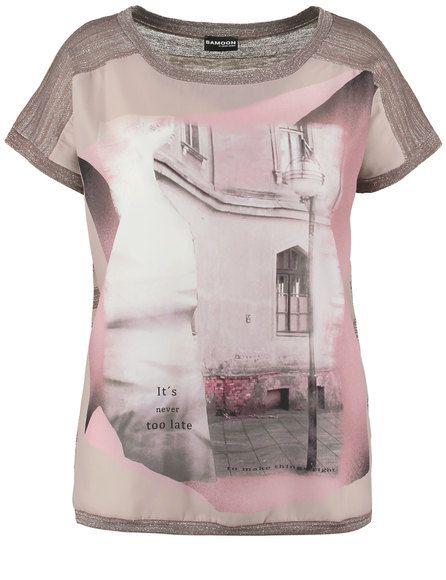 De effectieve mix van zachte lurex brei en vloeiende blouse maakt voor dit model een echte eye-catcher! Casual gesneden met een ronde hals en met kort... Bekijk op http://www.grotematenwebshop.nl/product/trendy-shirt/