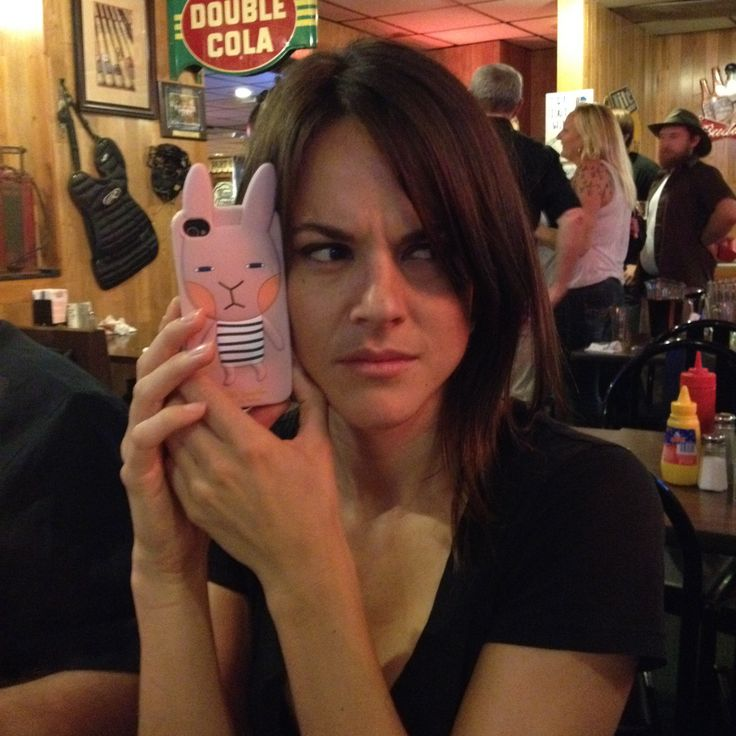 Sarah Butler and her bunny phone. #behindthescenes #MoontrapTargetEarth