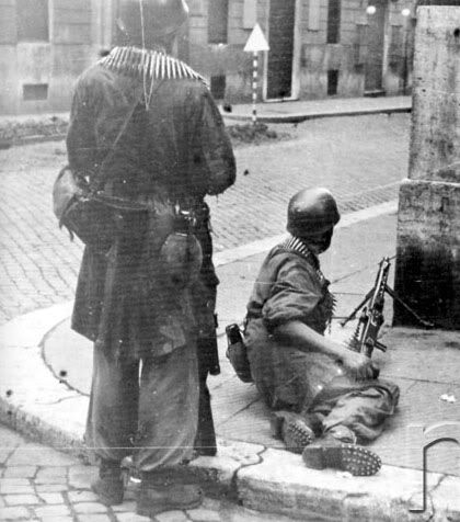 Fallschirmjager Mg42 team.Note the boots, Rome september 1943, pin by Paolo Marzioli