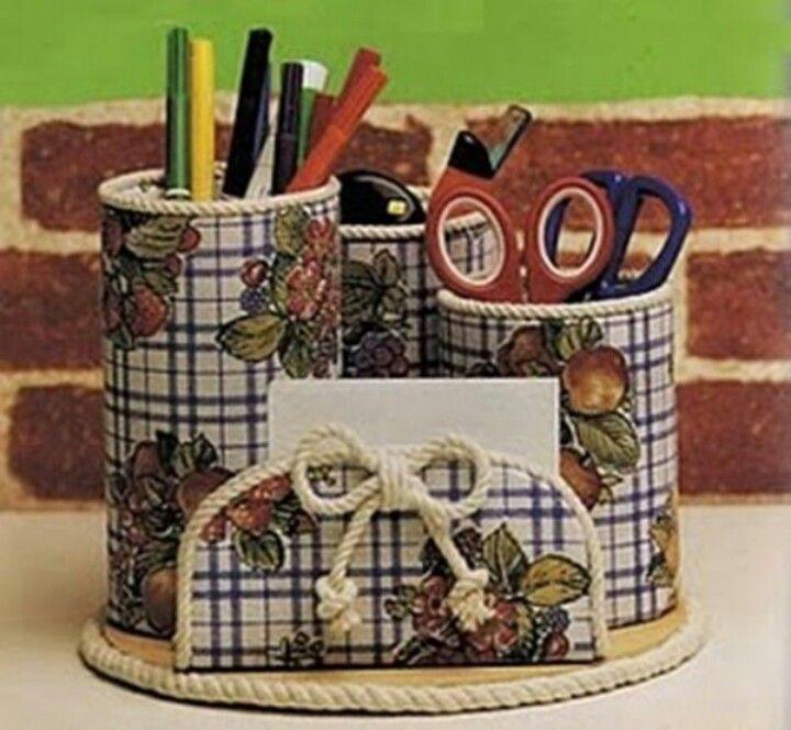 Para el escritorio...recicla con rrollos de baño