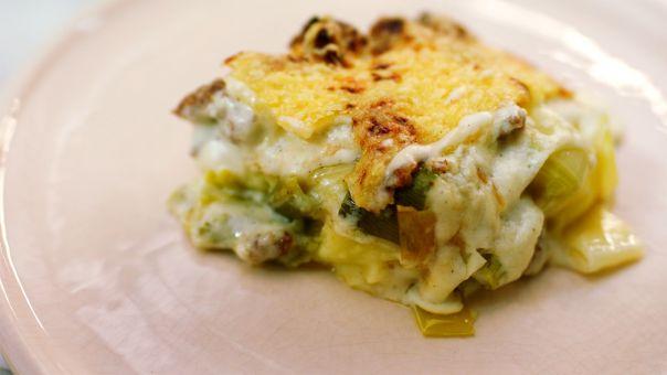 Eén - Dagelijkse kost - Ovenschotel met puree, prei, kaassaus