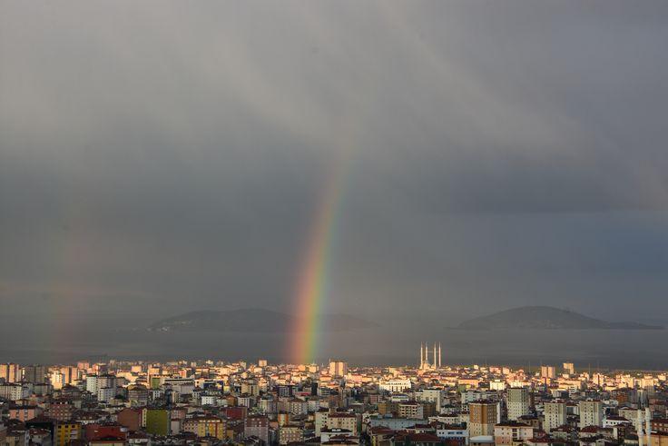 Rainbow at the city. Şehirde gökkuşağı.