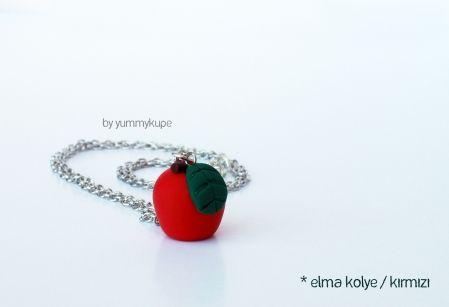 Elma Kolye / kırmızı  Pasta Tabağı /   #fashion #design #miniature #food #art #miniaturefoodart #polymerclay #clay #minyatur #polimerkil #kil #nutella #tasarim #taki #sanat #moda #sokak #tutorial #yummykupe #mold #kalip #nasil #bileklik #kolye #kupe #yuzuk #aksesuar #kadin #ring #earring #accesorie #necklace #apple