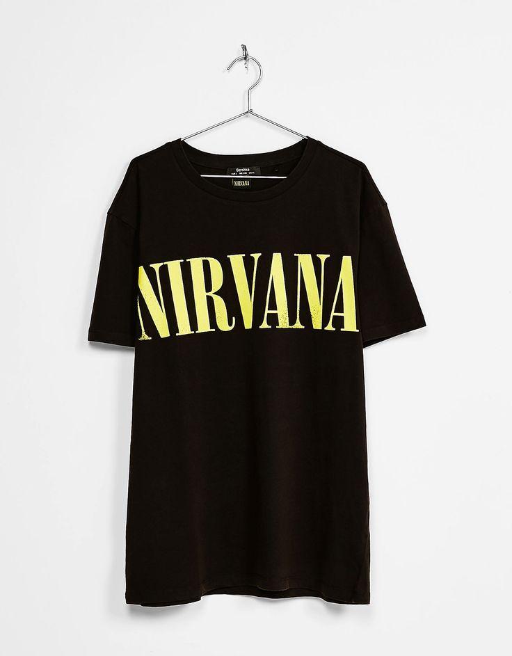 Camiseta  NIRVANA. Descubre ésta y muchas otras prendas en Bershka con nuevos productos cada semana