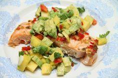Jeg har fått etterspørsler etter flere middagstips på bloggen, så tenkte jeg skulle dele denne sunne og gode middagsoppskriften med dere i dag. Jeg har blitt helt hektet på mango – og avokadosalaten. Den er bare så utrolig god! Servert med ovnsbakt laks blir det en kjempegod middag. Friskt, sunt og enkelt å lage! Oppskriften er …