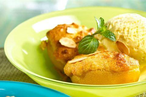 Przygotuj smaczny włoski deser – zapiekane brzoskwinie podane z lodami. Przepis znajdziesz na stronie Kuchni Lidla!