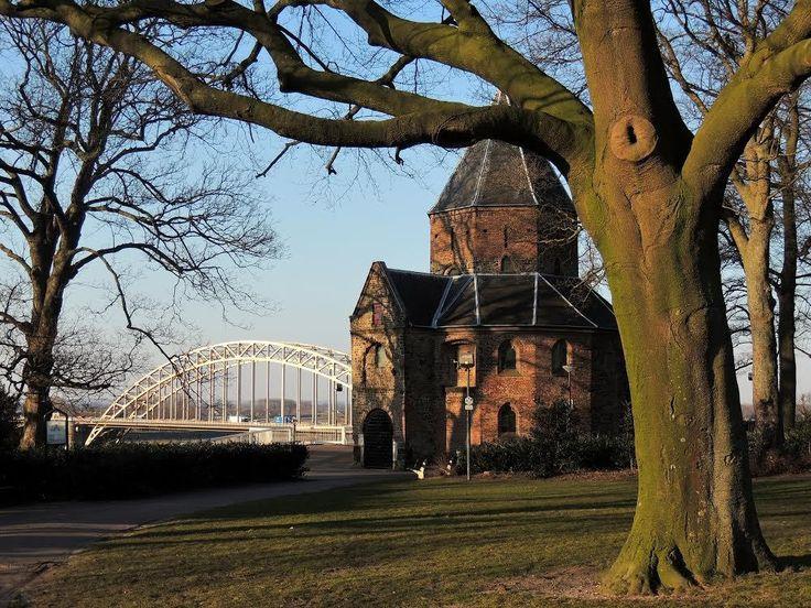 De-Sint-Nicolaaskapel-Valkhofkapel-in-Nijmegen-Foto-Robin-Hoeks.jpg (1001×751)