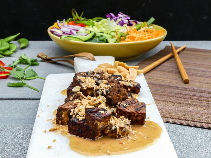 Thaise Tempeh pinda crunch salade met biefstuk