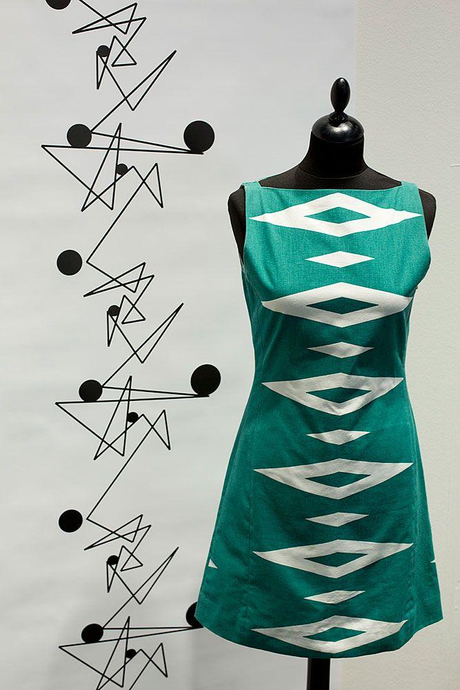 Tailored by FREEMOVER.se. Design: Maria Lovisa Dahlberg. Fuchsia red dress Prisma™ mid-pattern. (S,M,L) four colors.