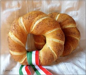 Nem a hagyományos kenyérformák közül választottam az idén ünnepi kenyérnek. Szent István és az új kenyér ünnepén egy cs...