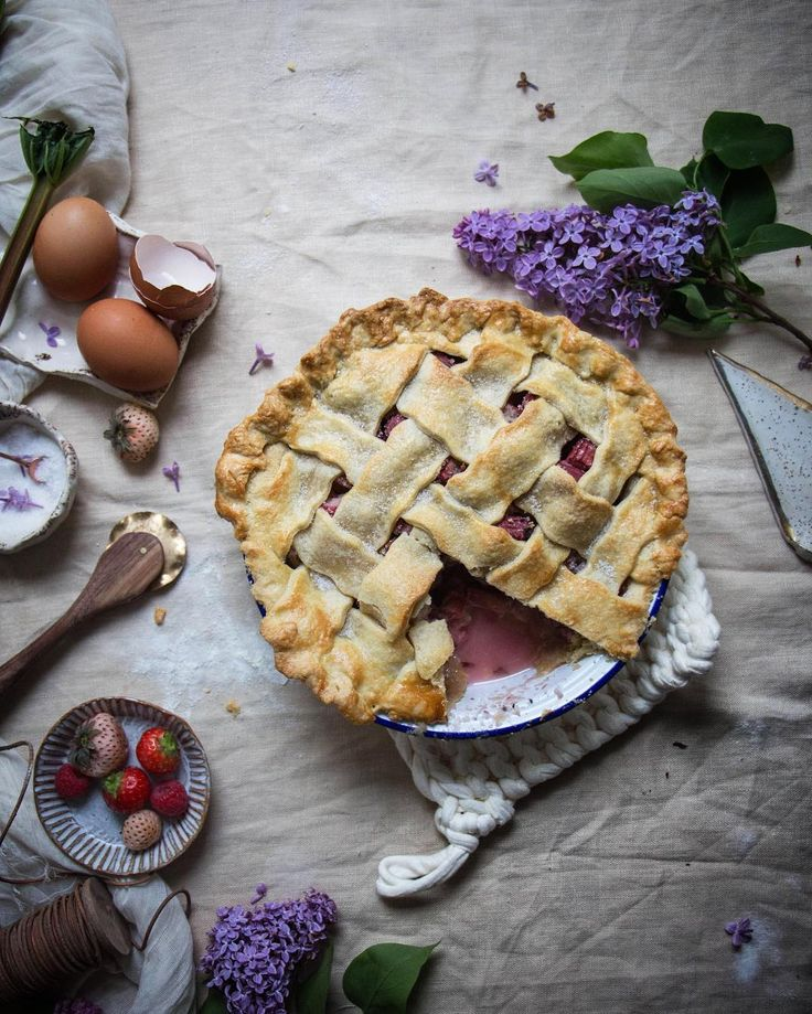 I had loads of left over rhubarb and berries to use up so I just made this pie I added some lilac flowers too I got to use my new pastry cutter that @facturegoods made me #foodblogfeed #eeeeeats #gloobyfood #livefolk #foodphotography #feedfeed #food52 #instafood #lifeandthyme #yahoofood #hautecuisines #huffposttaste #pie #baking #weekendbaking #onvtable #foodblogger #foodblog by twiggstudios