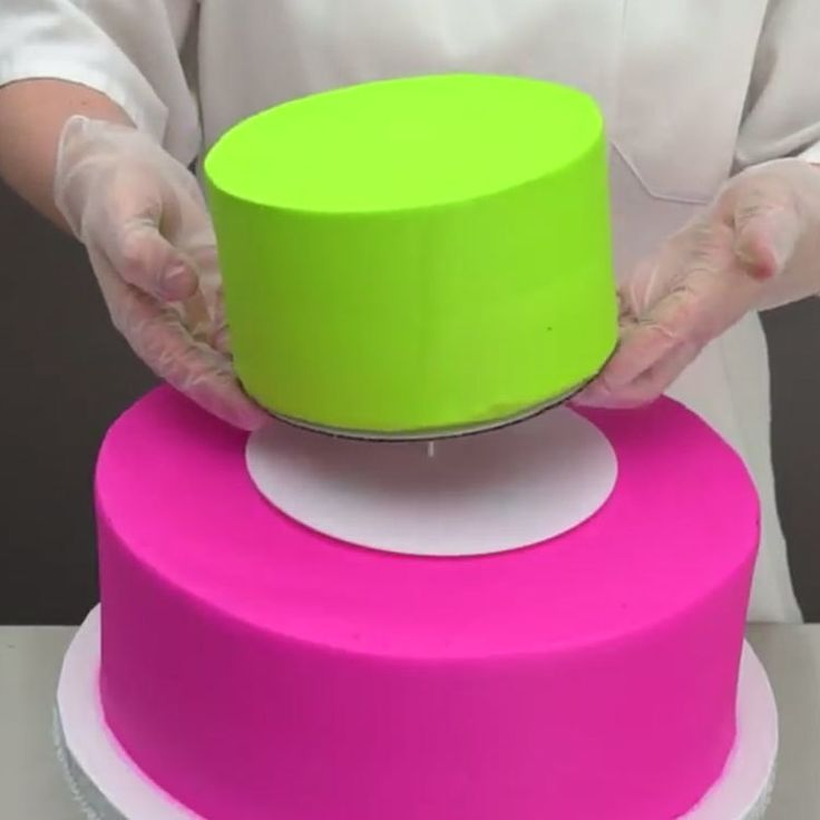 How to Use the 2 Tier Bakery Crafts Cake Structure Set for Cake Decorating