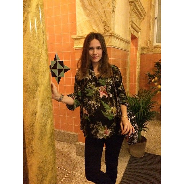 the designer: Caroline Blomst in roman bath house - looking gorgeous in florals and black