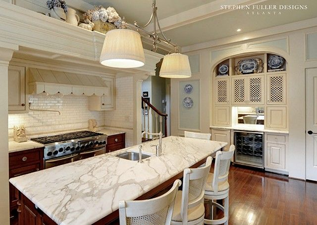 georgian style lake house interior design | White marble will always be a timeless choice.