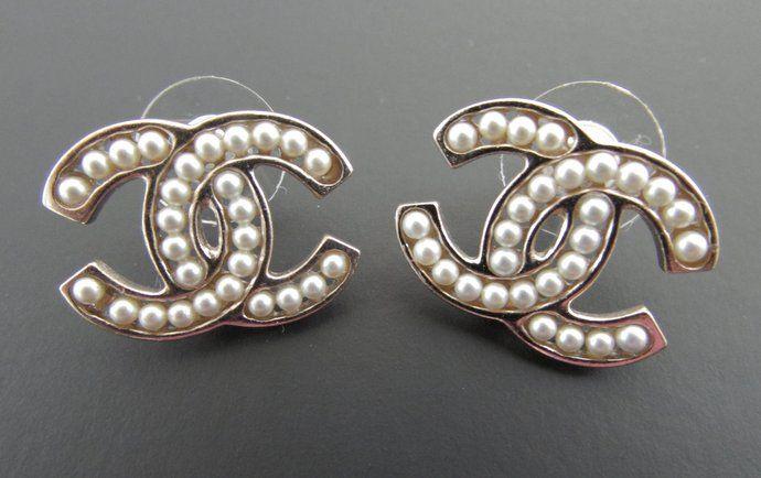 Chanel Signature Pearl CC Logo Gold Stud Earrings New
