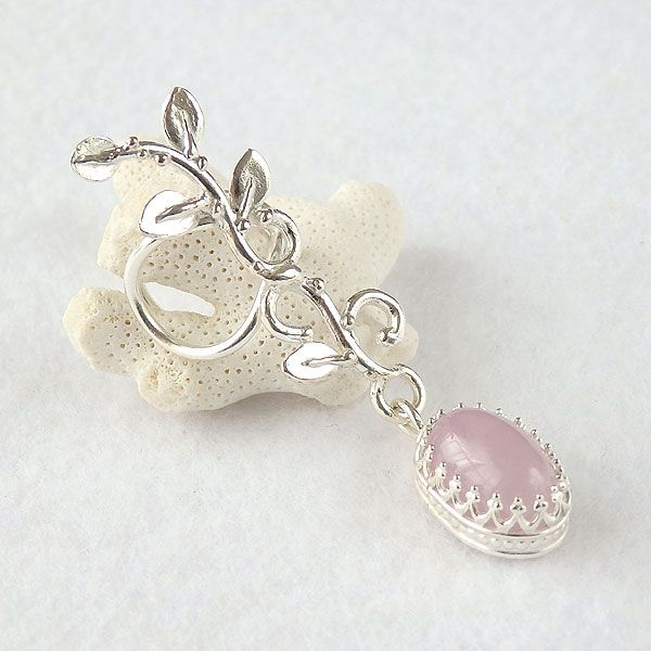 天然石のアクセサリーShop *macari* マカリ | クンツァイトの蔓飾りイヤーカフ 左耳用