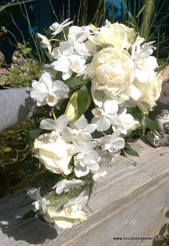 trouwboeket druppel model wit orchidee en rozen