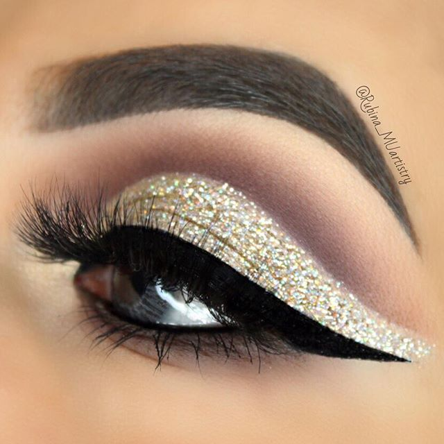 """Lashes   EYESHADOWS:@thebalm_cosmetics Meet Matt(e) Trimony Palette GLITTER:@morphebrushes Pressed Pigment in """"Mimosa Sunday"""" & @shopvioletvoss Glitter in """"Champagne Bubbly"""" on the Lid EYELINER: @tartecosmetics #Tarteist Clay Paint Liner  LASHES: @luxylash Lashes in """"Westside"""" CONTACTS: @boulonguise FreshTone Naturals in Misty Gray BROWS: @anastasiabeverlyhills Dipbrow Pomade in Dark Brown & Clear Brow Gel BRUSHES:@certifeye brushes : : : #thebalm #morphebrushes #morphebabe #violetvos..."""