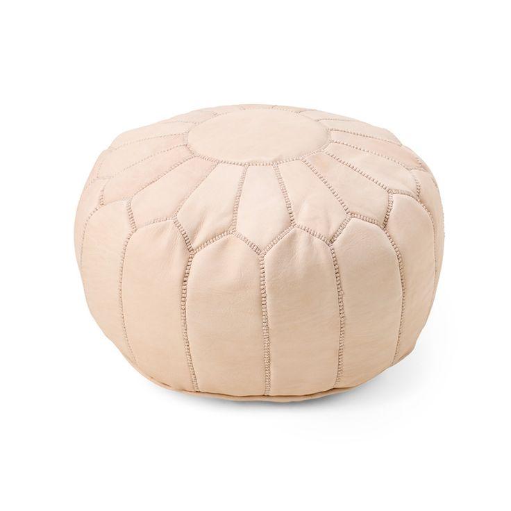 Puff i vackert turkost skinn, tillverkad och sydd för hand av skickliga hantverkare i Marocko. Köp den med eller utan fyllning för omgående leverans