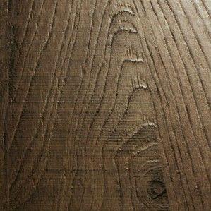 """Robust eiken Sherwood is de structuur die het gevoel van natuurlijk en geleefd hout tot haar maximale recht laat komen. De structuur loopt synchroon met het decor gaat """"back to nature"""" en geeft bij gesloten ogen en het voelen met de vingers, bijna de geur van het bos. Ervaar de oernatuur met Sherwood."""