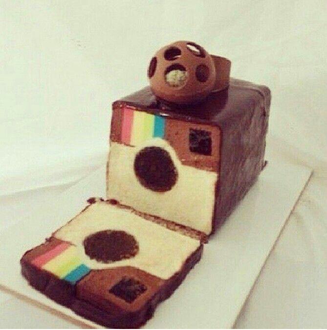 Qu'est ce qui est mieux qu'un gâteau bien décoré ? Un gâteau également décoré de l'intérieur. De plus en plus en vogue les gâteaux surprise émerveillent petits et grands. Voici quelques uns de ces gâteaux …
