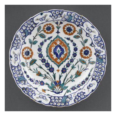 Plat à la mandorle rouge - Musée national de la Renaissance (Ecouen)
