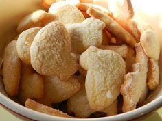 gallettinas.Sas Gallettinas, chiamate anche gallettine e pistoccheddus grussus sono i biscotti della tradizione sarda. Sono biscotti secchi friabili al profumo di limone adatti per una colazione sana ed energica.