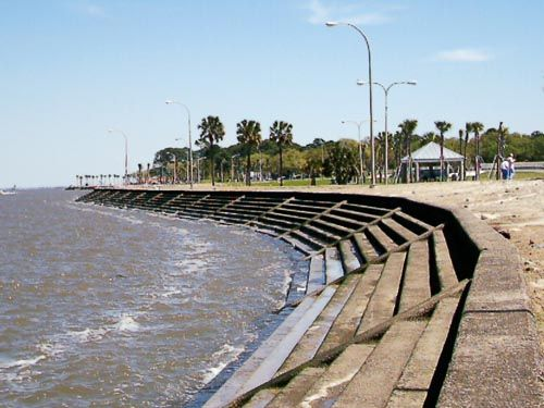 New Orleans Lakefront.  I remember crabbing there as a child.