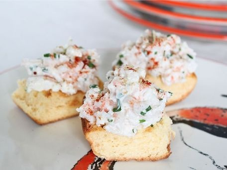 Rollos de camarones. Mini po'boy sandwiches with shrimp, mayo, and  veggies.