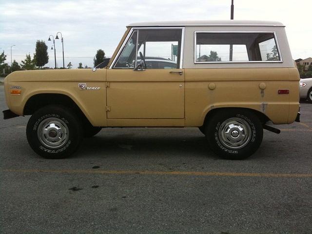 Old Ford Bronco - www.ZeckFord.com #ZeckFord #FourthOfJuly #ThrowBackThursday