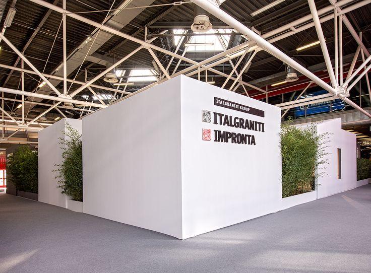 Allestimento fieristico per @Italgraniti su progetto di @CentroStileMilano Architetti, stylist Laura Arduin - realizzazione stand Bottega - #allestimentiFieristici #stand #fiera #realizzazioneStand