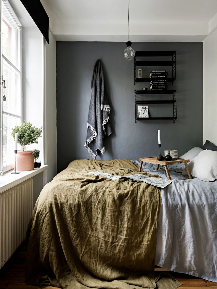 Small bedroom with grey wall