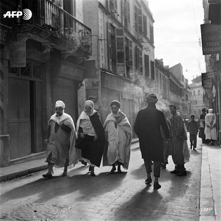 Scène de rue à Alger 1939