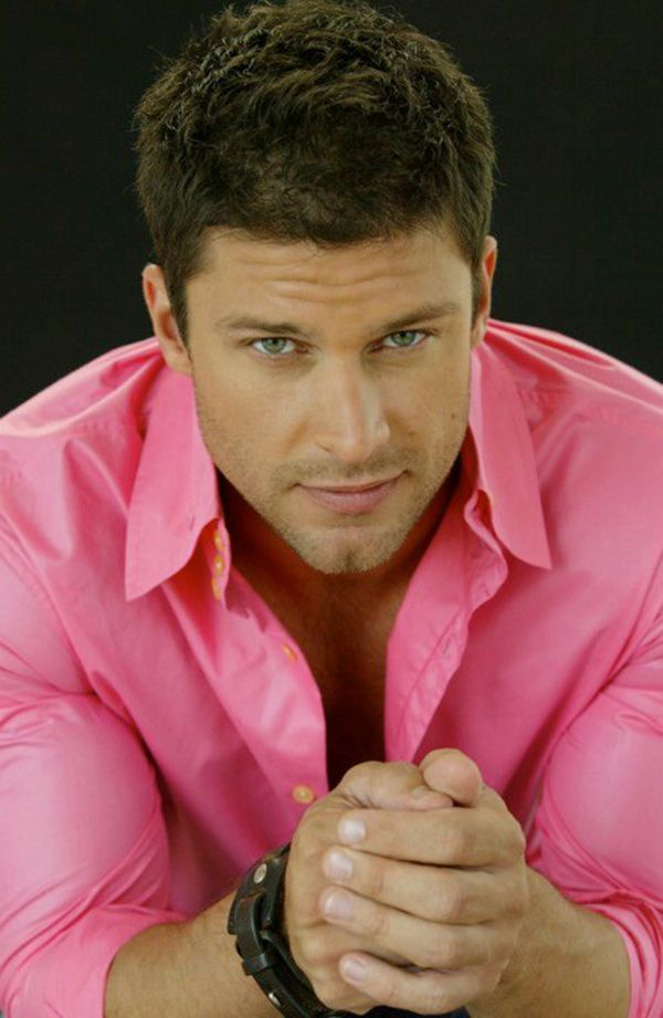 GREG VAUGHAN. 1973. TX. bl-bl. 6-0.  Bio: Actor; form model (fashion: Armani, upscale); Baywatch; BH90210; Y GenHosp (2003-09-Lucky Spencer); DOOL (2012-Fr. Eric Brady). Com: DDG! Gt eyes, face; nice hairy ch; charmingr, gd actor.  10,10,?,10. mar. Dutch wo 2006, 3 sons.