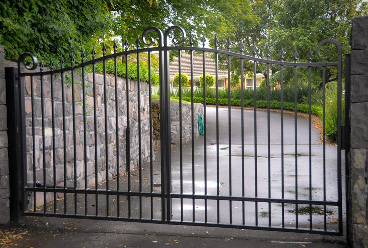 кованые ворота   The Fence and Gate Shop will help you decide on a wonderful gate that ...
