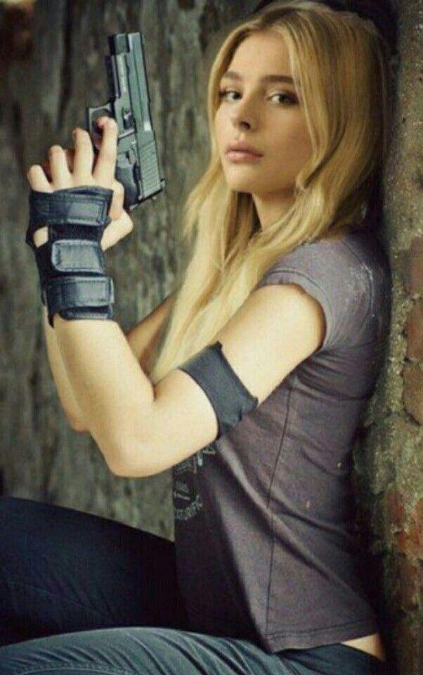 guns chloe moretz - photo #14