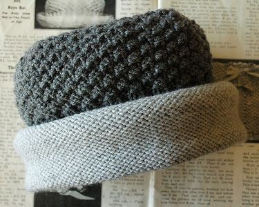 Knitting Downton Hat - see her blog forInstructions and Video - free pattern by Annie Cholewa - thank you