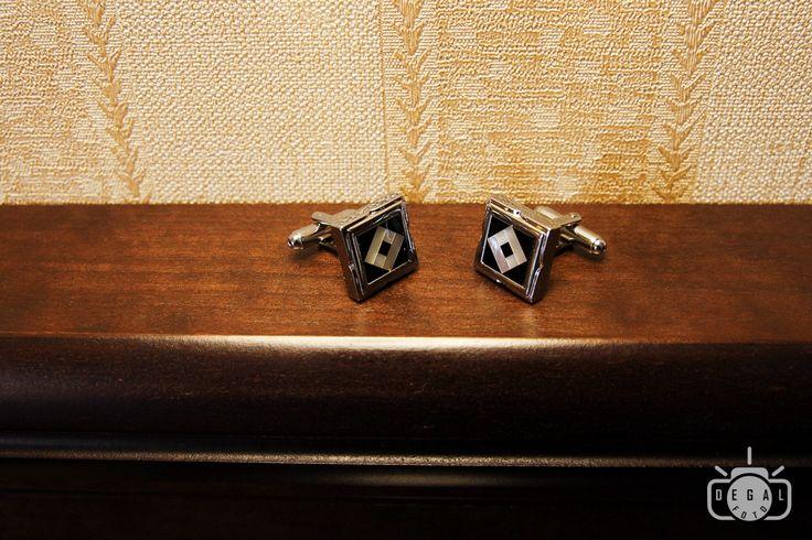 Butonii mirelui sunt o piesa de accesorizare eleganta a tinutei acestuia. http://www.degalfoto.ro #butonimire, #degalfoto, #nuntasieveniment