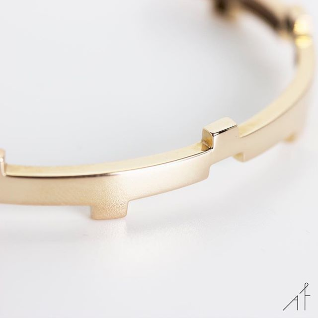 Legoo Bracelet: Different. Not less.  --- #afewjewels #goodmorning #gold #bracelet #legoobracelet #jewelry #jewel #afew #fashion #style #moda #instamood #instagood #fashionista #different #amazing #beautiful #simple #geometric #photooftheday #picoftheday #jewellery