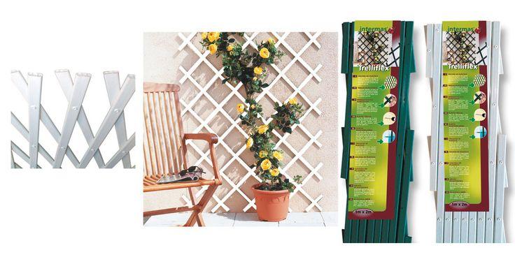 Les treillis extensibles peuvent s'accoler à un pan de mur pour permettre à une ou plusieurs plantes grimpantes d'embellir un balcon.