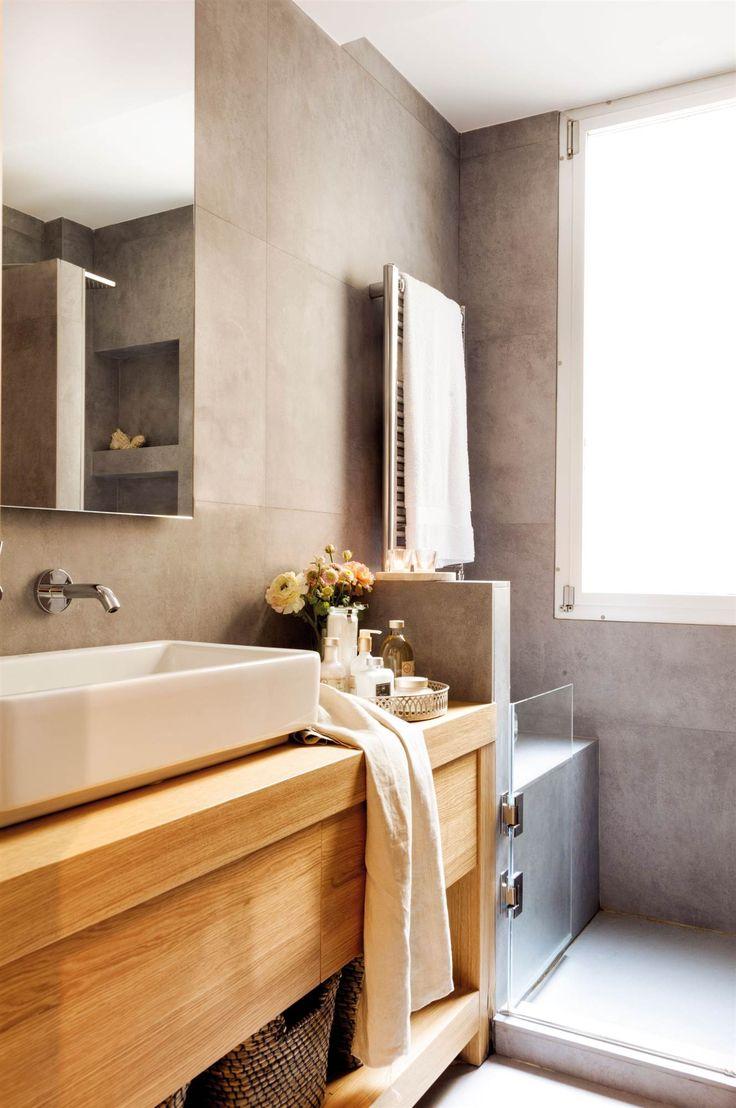 00458373b. Detalle de baño con radiador secatoallas. 00458373b