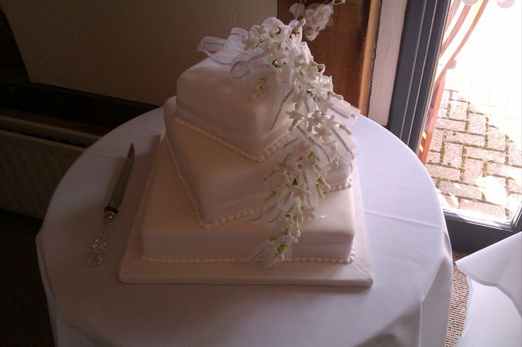 A simple yet effective white wedding cake