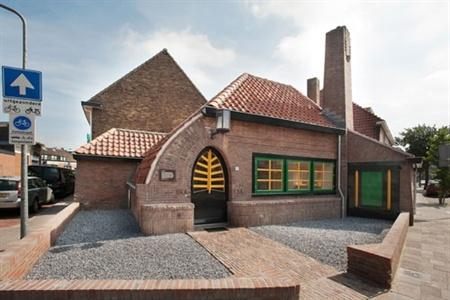 Police station in Hilversum (Netherlands) - by Willem Marinus Dudok (1884-1974)