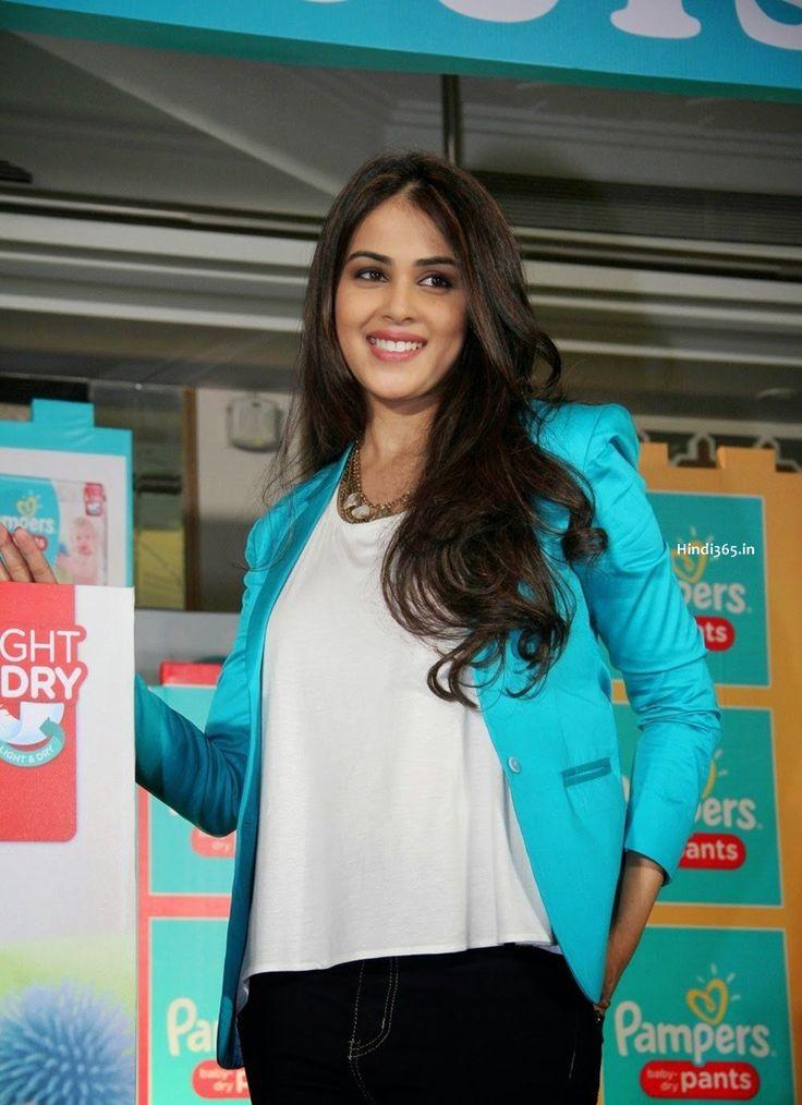 Genelia DSouza Deshmukh Promotes Pampers Pants In Palladium Mumbai (1)
