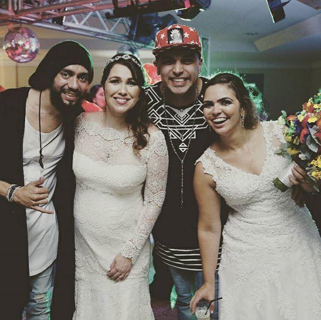 Pra começar bem o dia, uma foto com as nossas noivinhas lindas do nosso primeiro casamento duplo @isabellapimenta (Isabella & Antônio) e @glenda_oliveira (Glenda & Rodrigo). Felicidades sempre aos casais. Ótima semana pra todos e fiquem com Deus. Abraços pra geral. #casandoembrasilia  #McsMazinhoeRogerio #wedding #McsCasamenteiros #casamento #casamentonolitoral #weddings #festadecasamento #bride #OsReisdosCasamentos #eventos #welovebrides #assessoriadeeventos #cerimonialista #cerimonial…