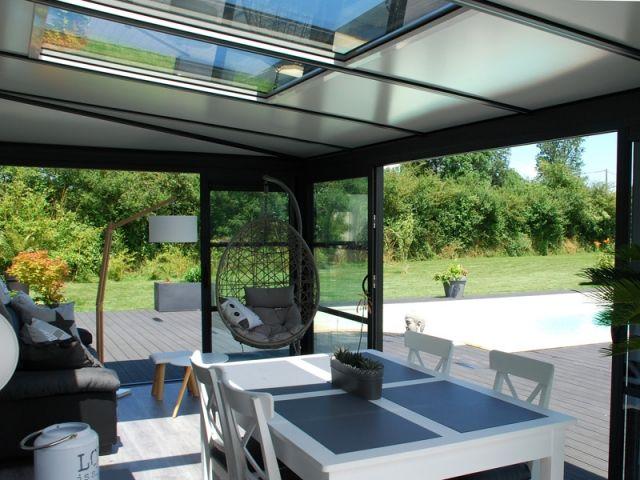 Une Veranda Devient L Atout Charme D Une Longere En 2020 Amenagement Veranda Veranda Veranda Confort
